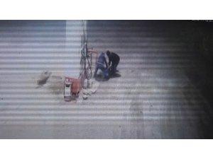 Pompa görevlisinin darp edilip gasp edildiği anlar anbean kamerada