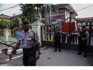 Endonezya'da canlı bomba saldırısı: 6 yaralı