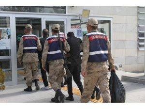 Elazığ'da uyuşturucu  tacirleri 5 kilo esrarla yakalandı