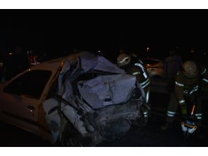 O-3 karayolunda İETT otobüsü, otomobile çarptı: 1'i ağır 3 kişi yaralandı