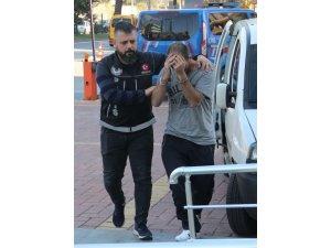 Alanya'da eroini yere atıp kaçmaya çalışan şüpheli yakalandı