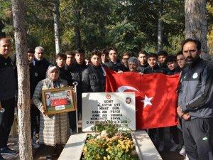 Konyaspor Futbol Akademisi öğrencileri Şehit Astsubay Nihat Gün'ü andı.