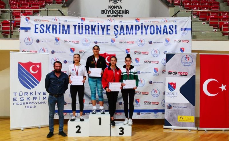 Konyasporlu Eskrimcilerden 3 madalya