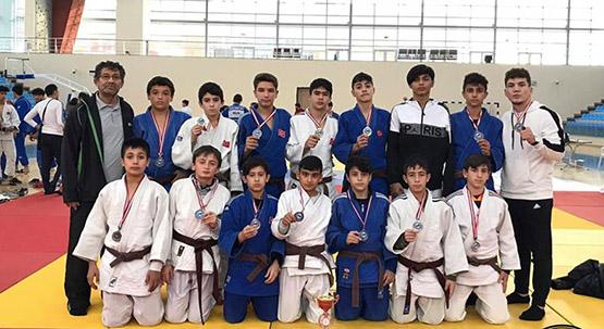 Büyükşehirli judoculardan ikincilik