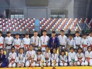 Büyükşehirli judoculardan üçüncülük