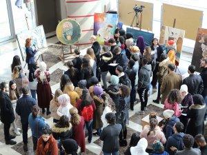 """""""Mevlâna'ya Saygı II"""" Sergisi Konya Ticaret Odası (KTO) Karatay Üniversitesinde sanatseverlere kapılarını açtı"""
