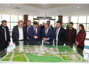 AK Parti Genel Başkan Yardımcısı Yılmaz NEVÜ'de