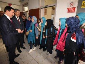 Kılca, okulları ziyaret ediyor