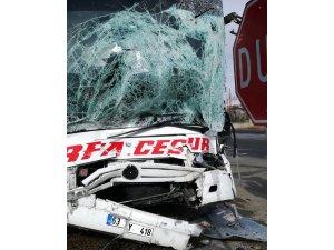 Ankara'da yolcu otobüsü kamyonla çarpıştı: 2 yaralı