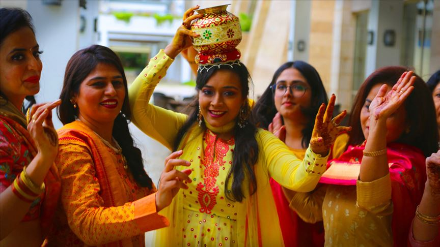 Hindistan'ın varlıklı ailelerinden bir çiftin düğünü, 200'ü aşkın davetlinin katılımıyla Antalya'da yapıldı