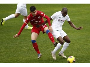 İttifak Holding Konyaspor, hazırlık karşılaşmasında TFF 1. Lig ekiplerinden Altınordu'yu 2-1 yendi.