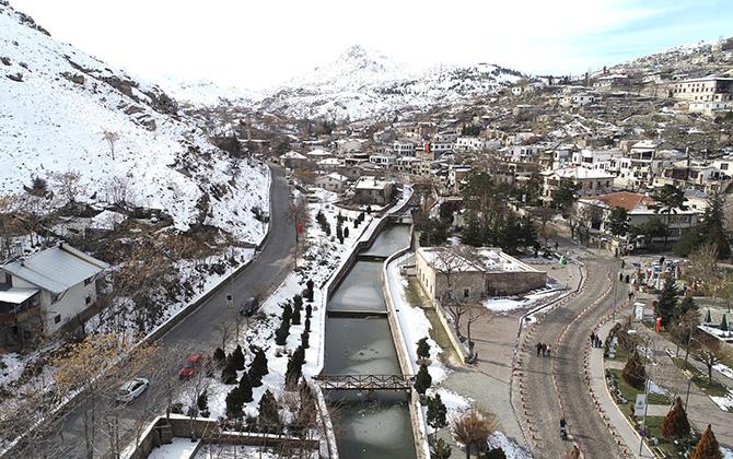Tarihi yapılarıyla ünlü Sille'de kış güzelliği