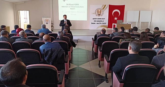 """Ereğli'de """"21.Yüzyılda Eğitim Yöneticisi Olmak"""" konulu seminer düzenlendi"""
