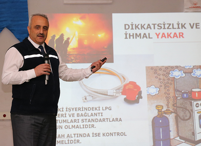 Beyşehir'de mültecilere soba kurulumu ve kullanma eğitimi