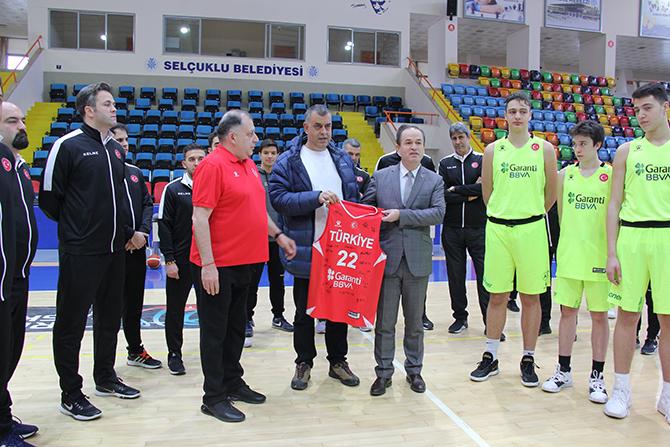 16 Yaş Altı Erkek Milli Basketbol Takımı'nın Konya'daki kampı sürüyor