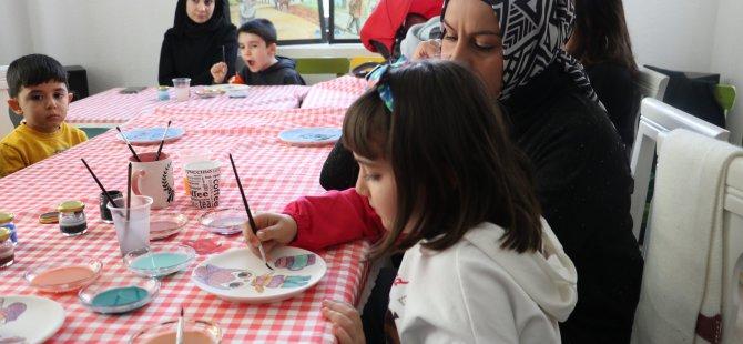 Beyşehir'de minik eller Çini boyama sanatını öğreniyor