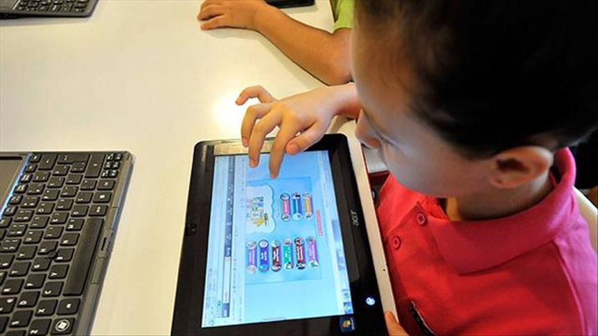 Çocuklar dijital cihazlarla okul öncesi dönemde tanıştırılabilir