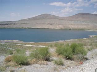 Acı Göl'ün suyu şifa dağıtıyor