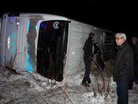 Yolcu otobüsü devrildi:21 yaralı