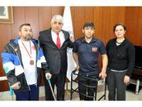 Engelli badminton sporcuları Başkan Şimşek'i ziyaret etti