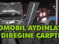 Konya'da otomobil aydınlatma direğine çarptı