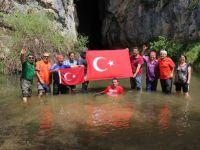 Mağaraları tanıtmak için yürüyüş