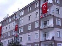 Sare Davutoğlu, Şehit Uzman Çavuş Ayyıldız'ın Baba Evini Ziyaret Etti