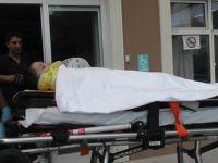 Üçüncü kattan atlayan çocuk otomobilin üzerine düşüp yaralandı