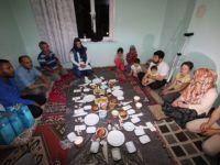Özaltun, Suriyeli Aileyle Sahur Yaptı