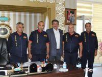 İtfaiyecilerden Mehmet Kale'ye ziyaret