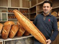 1 metrelik ekmeği 20 yıldır üretiyor