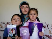 Küçük yaşta evlenmenin cezasını çocuklarıyla çekiyor