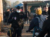 Calais'den ayrılmayan sığınmacılar gözaltına alındı