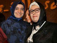 Nazan Hanım Bakan Betül Sayan İle Birlikte