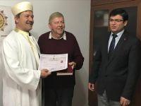 72 yaşındaki İngiliz vatandaşı Müslüman oldu