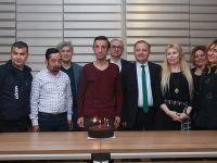 Yüz naklinin 5. yılını pasta keserek kutladı