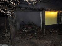 Kulu'da Garaj İçinde Bulunan Otomobil Yandı