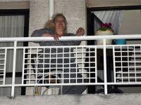 İzmir'de AK Partili kadınlara saksı atıldı