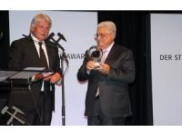 Almanya'da Filistin Devlet Başkanı Abbas'a ödül