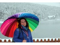 Gölcük kar yağışına rağmen tatilcileri ilgi odağı oldu