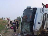 Tatilcileri taşıyan midibüs kaza yaptı: 17 yaralı