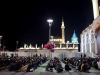 Mescid-i Aksa İmamı İkrimavi Mevlana Meydanı'nda Teravih kıldırdı