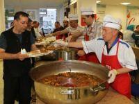 Almanya'da toplu iftar verilen camilere yoğun ilgi
