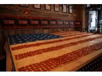 """Diyarbakırlı """"şampiyon"""" pizzacıdan ABD Anma Günü'ne özel dev pizza"""