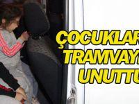 Tramvayda unutulan çocuklar annesine teslim edildi