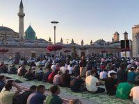 Mevlana MeydanI'nda Bayram namazı
