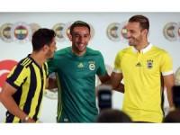 Fenerbahçe, yeni transferlerini tanıttı