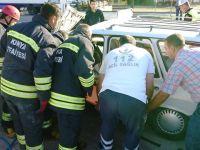 Alt Geçit Korkuluğuna Çarpan Araçta Sıkışan Sürücü Yaralandı