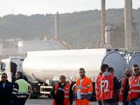 Fransa'da kamyoncuların Çalışma Yasası Reformu protestosu hayatı felç etti