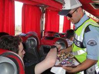 Gaziantep'te polisten sürücülere lokum ve şeker ikramı